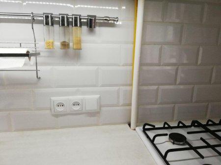 Можно ли спрятать газовую трубу в стену?